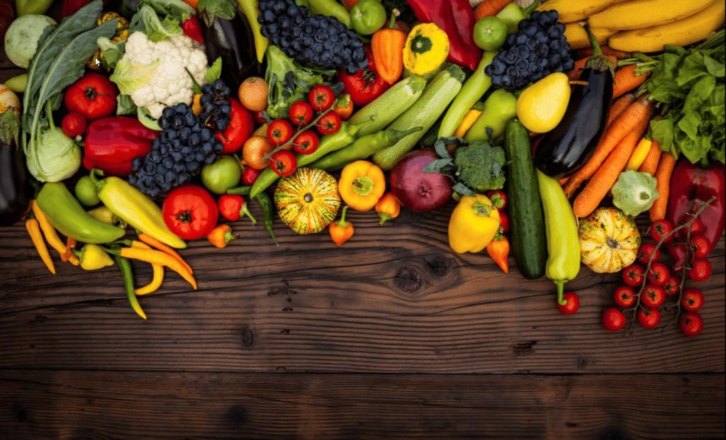 Provisão - Verduras e legumes em cima da mesa